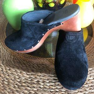 Shoes - Black Ugg Clogs